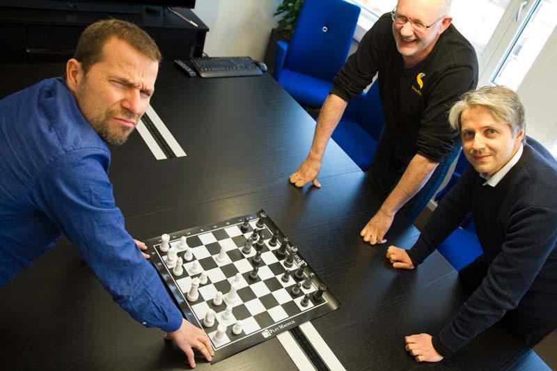 Gründer av SmartDok Bjørn Tore Hagberg er selskapets svar på Magnus Carlsen. Her sammen med Support Manager Roger Skarvik og Account Manager Vidar Berg-Hansen. Foto: Lasse Sørnes