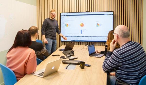 Customer Success i SmartDok tilbyr intern kursing og vwebkurs