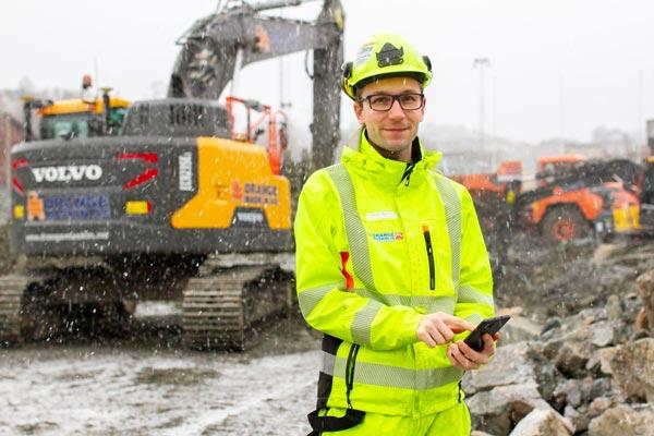 Bygge- og anleggsbransjen er i stadig utvikling, og krav og forventninger til dokumentasjon av arbeidstimer og HMS er blitt betydelig høyere. Ikke bare for sin egen del, men også for kundene sin del, som ønsker et troverdig fakturagrunnlag.