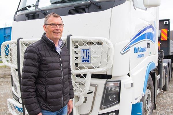 Lørdag 18. juni ble Oleif Simensen Transport AS tildelt Transportørprisen av Norges Lastebileierforbund (NLF). Selskapet vant på bakgrunn av blant annet god fokus på HMS og god økonomi. Prisen ble delt ut på landsmøtet i Alta.