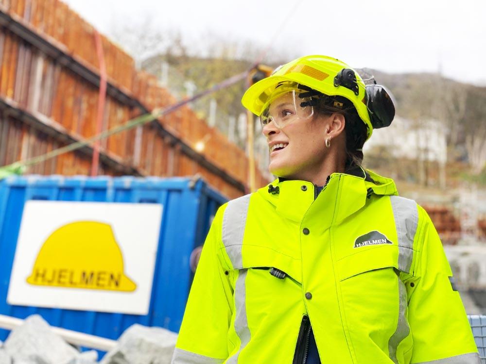 Få bransjer fokuserer på planlegging og dokumentasjon på samme måte som oljebransjen. Marit Vossgård har tatt med seg disse erfaringene inn som daglig leder av anleggsfirmaet Hjelmen AS.
